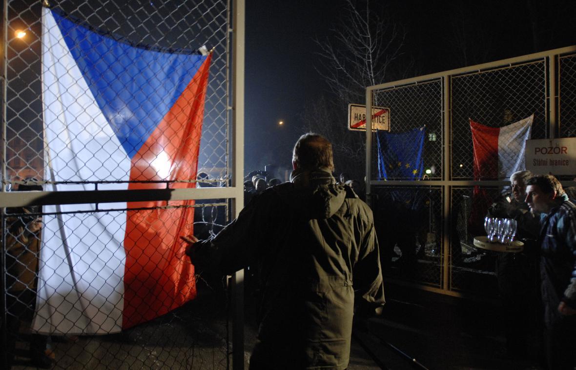 Otevírání hranic po vstupu ČR do Schengenu