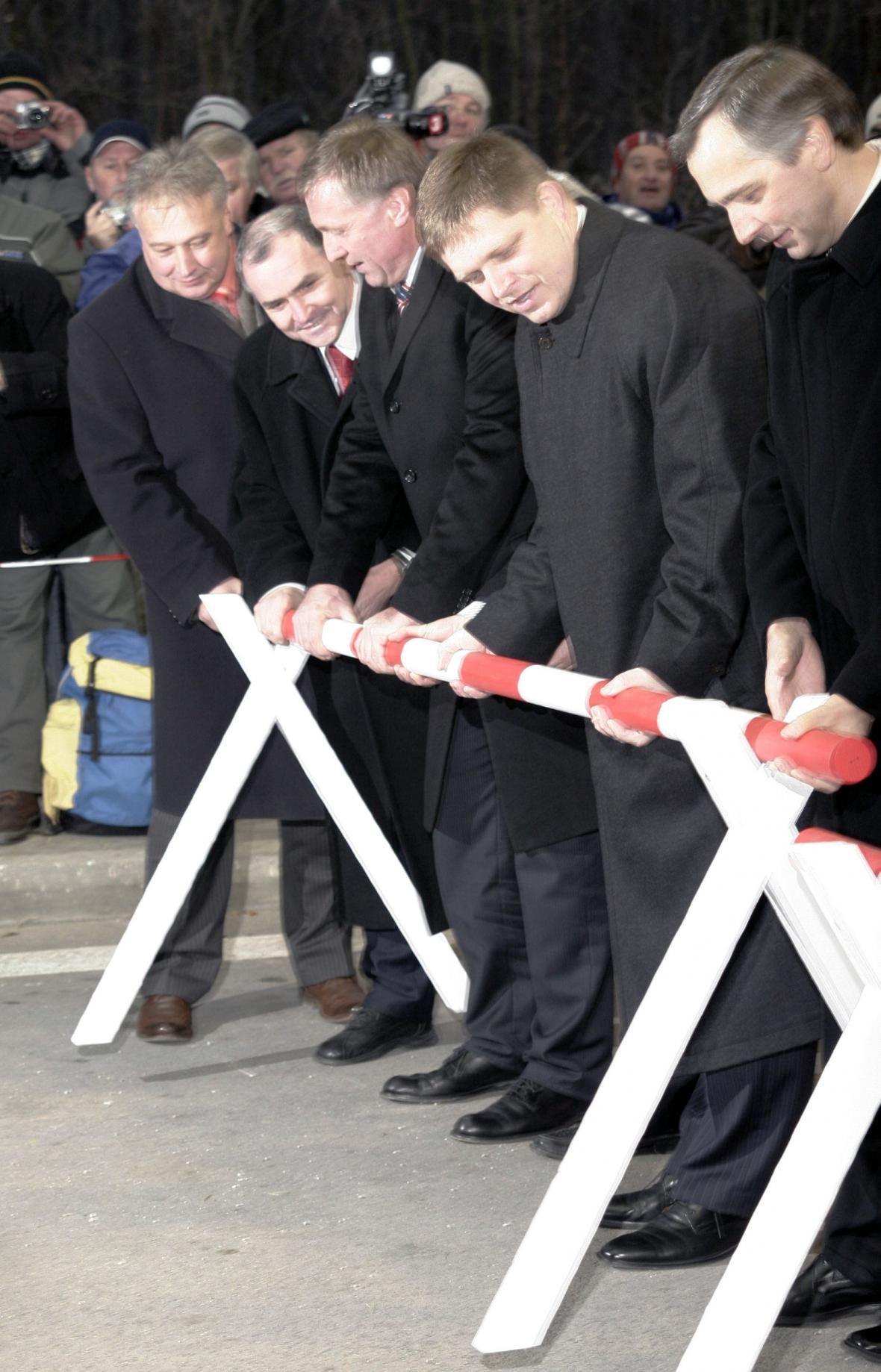 Otevírání hranic na slovensko-českém přechodu Holíč-Hodonín