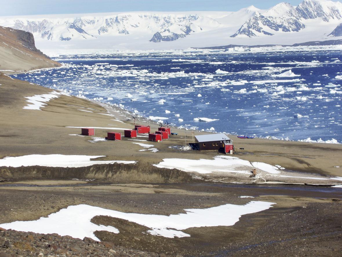 Antarktická stanice Johanna G. Mendela na Ostrově Jamese Rosse