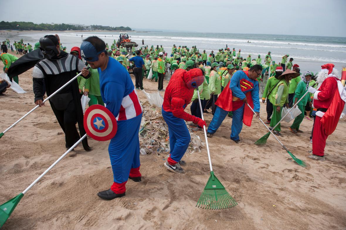 Úklid odpadků na Bali