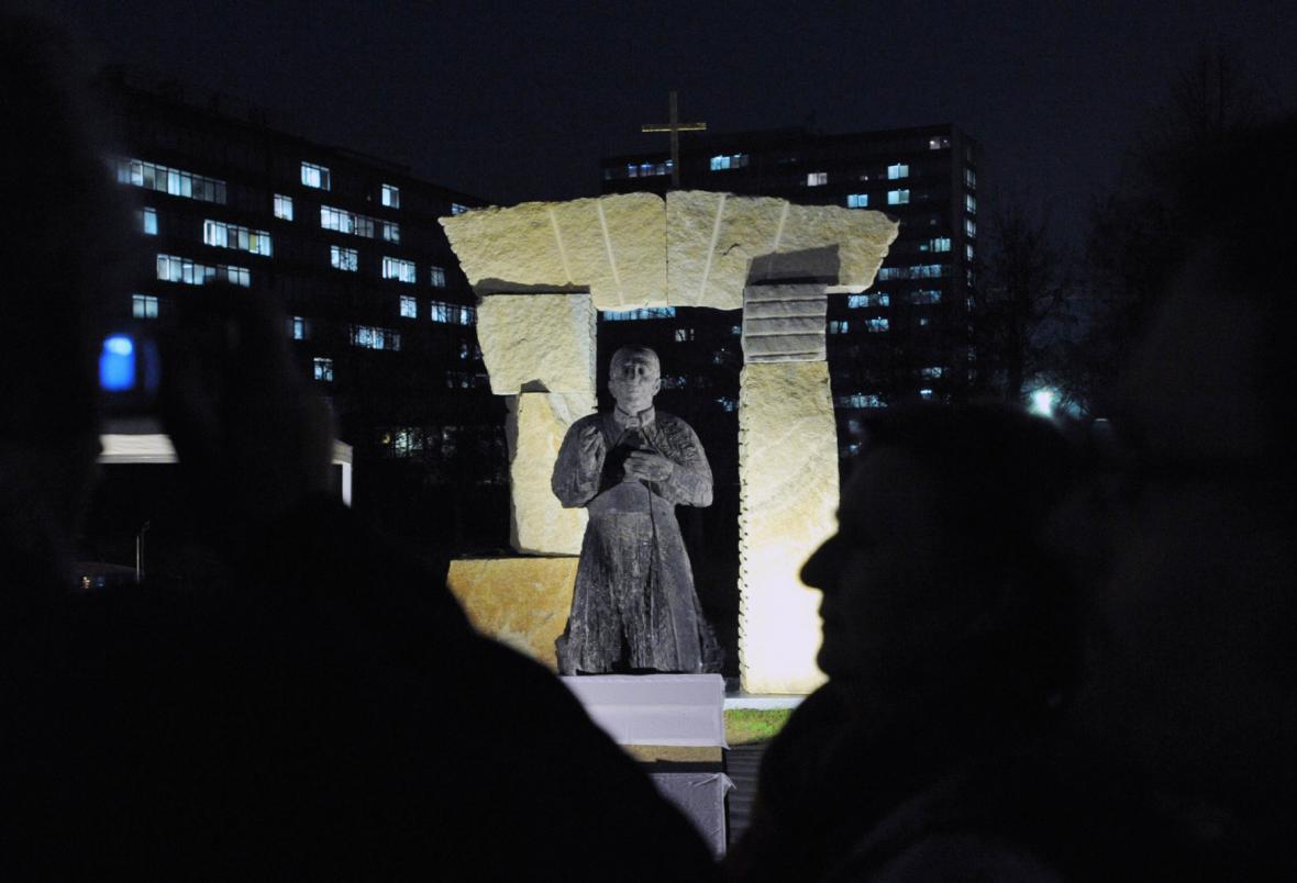 Pomník kardinála Josefa Berana před Arcibiskupským seminářem v Praze