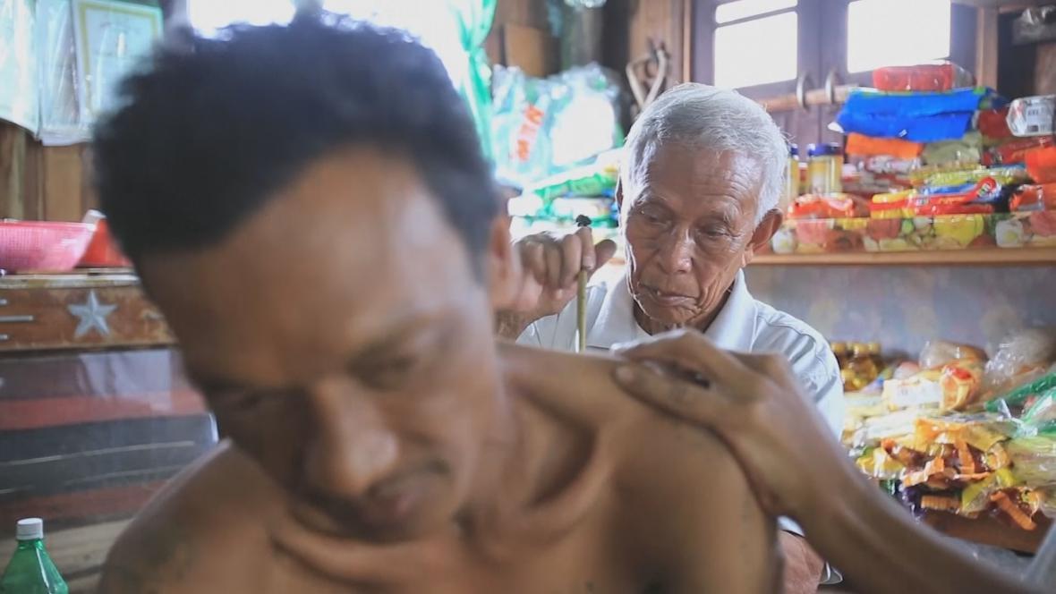 Tradiční tetování v Myanmaru