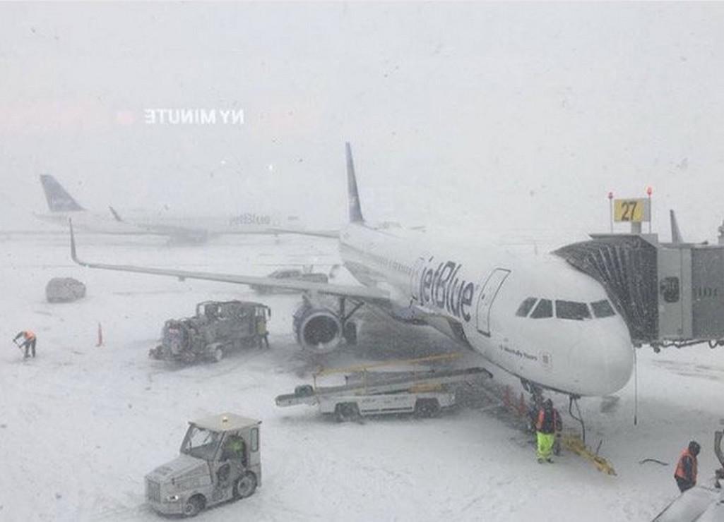 Zasněžené letiště v New Yorku