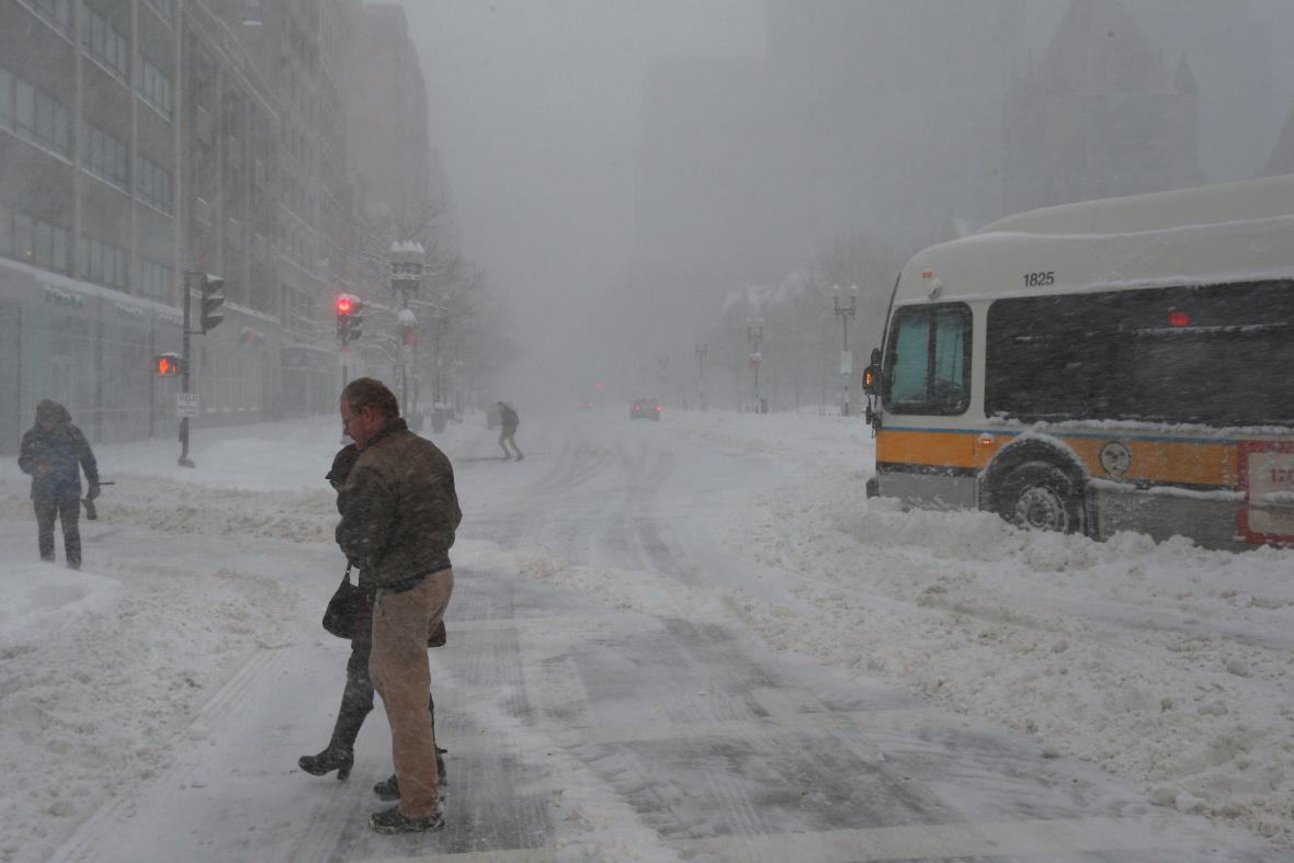 Sněhová nadílka komplikuje dopravu v Bostonu