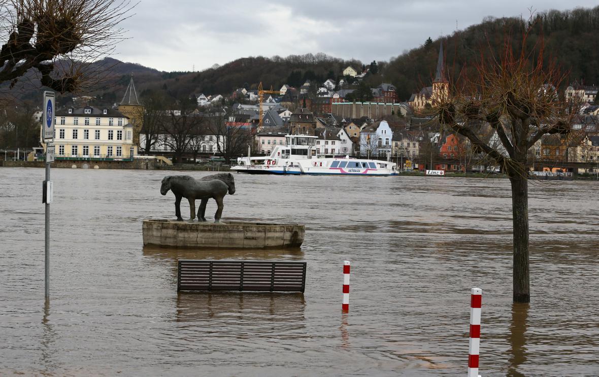 Rozvodněný Rýn v německém městě Linz