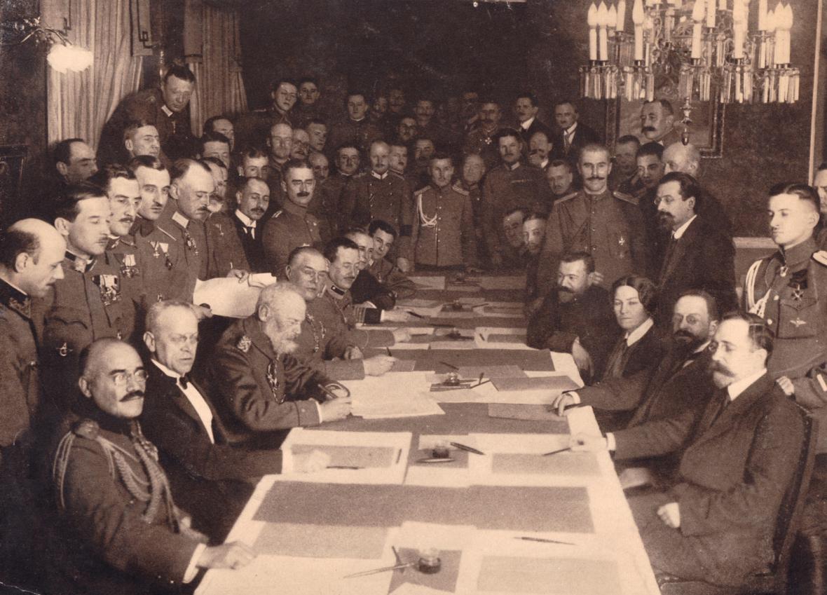 Brest se 15. prosince 1917 stává dějištěm podpisu příměří mezi bolševickým Ruskem a Centrálními mocnostmi