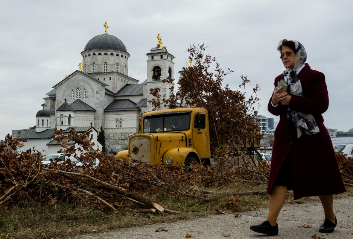 V Černé Hoře na Vánoce si lidé zdobí domovy větvičkou z dubu