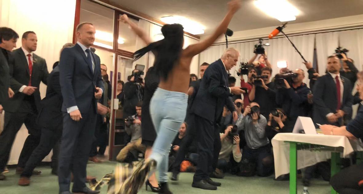 Aktivistka napadla prezidenta Zemana