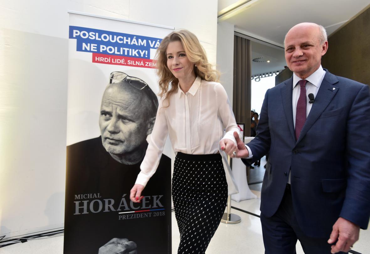 Michal Horáček se svou ženou Michaelou předstupuje před novináře