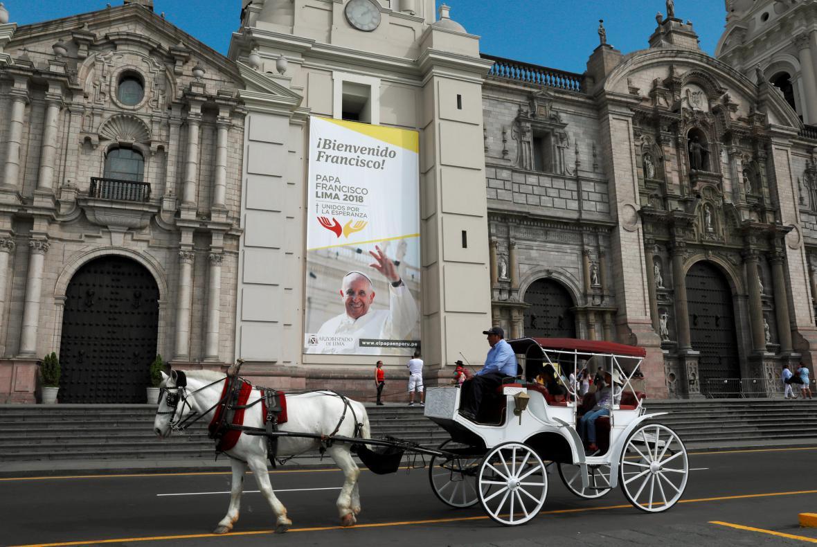 Na příjezd papeže se připravují v peruánské Limě