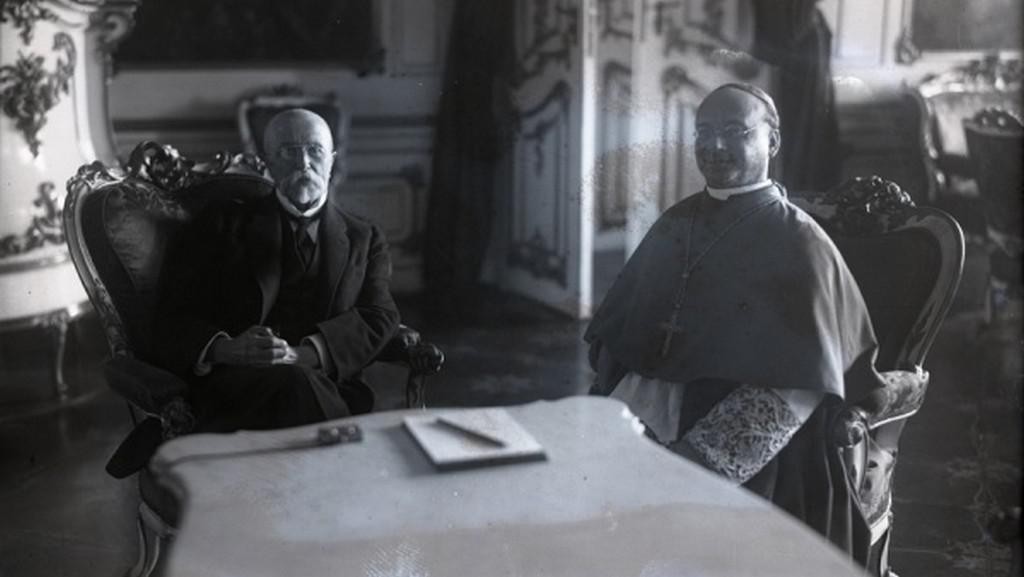 Papežský nuncius Francesco Marmaggi při nástupní audienci u T. G. Masaryka (1923)
