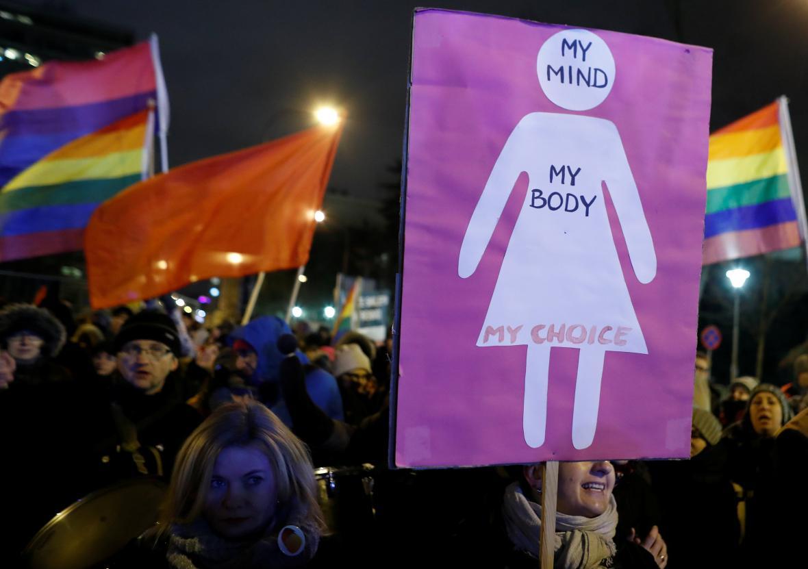 Polské protesty proti zpřísnění potratů