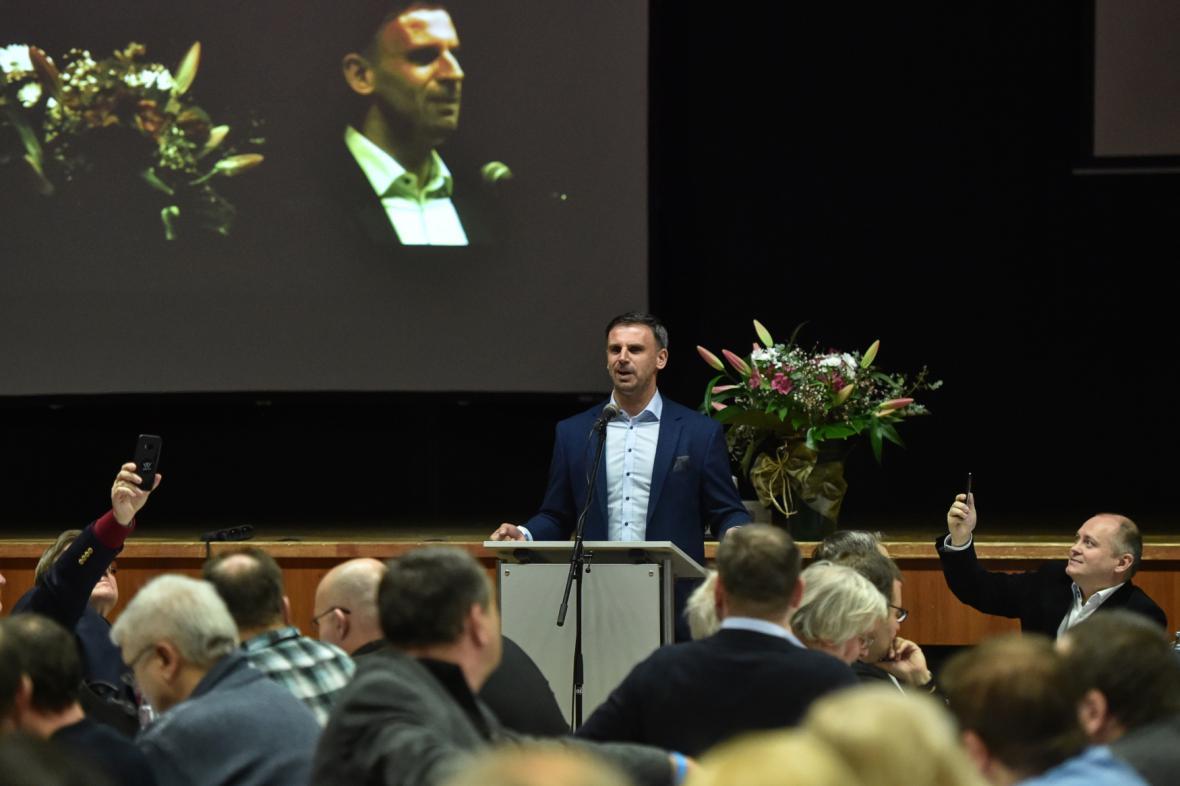 Jiří Zimola a Michal Hašek při setkání platformy v Táboře
