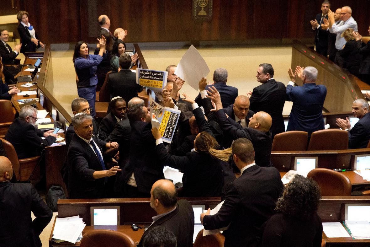 Protest arabských poslanců v Knesetu