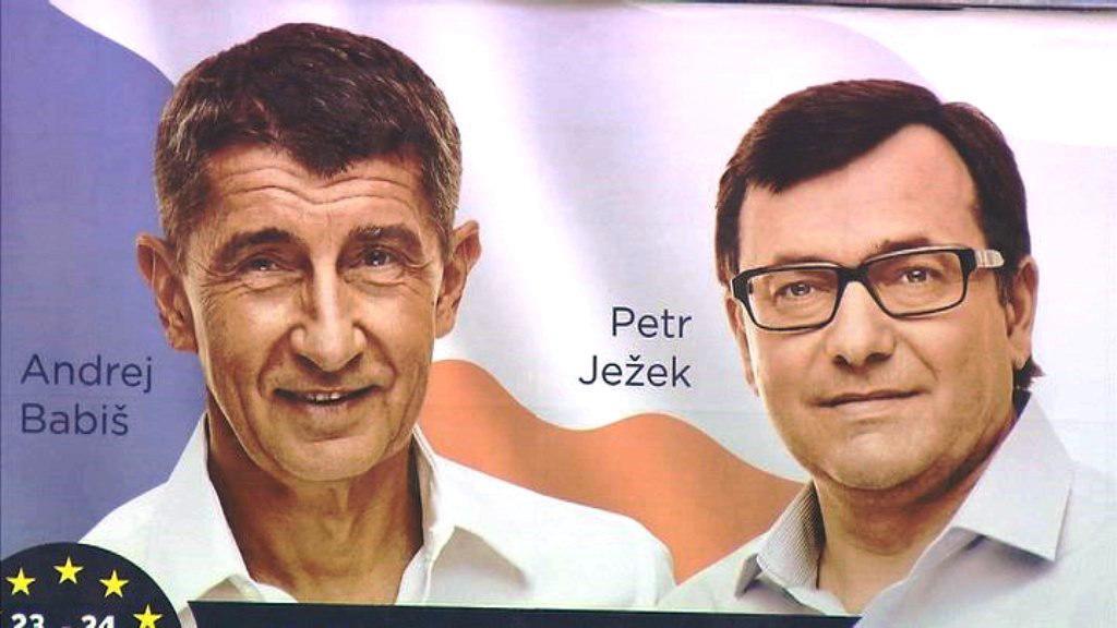 Petr Ježek na billboardech s Andrejem Babišem před volbami do europarlamentu