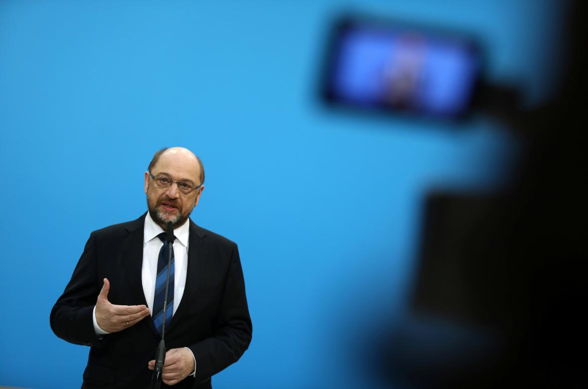 Schulz chce do podoby koaliční smlouvy zahrnout víc témat SPD