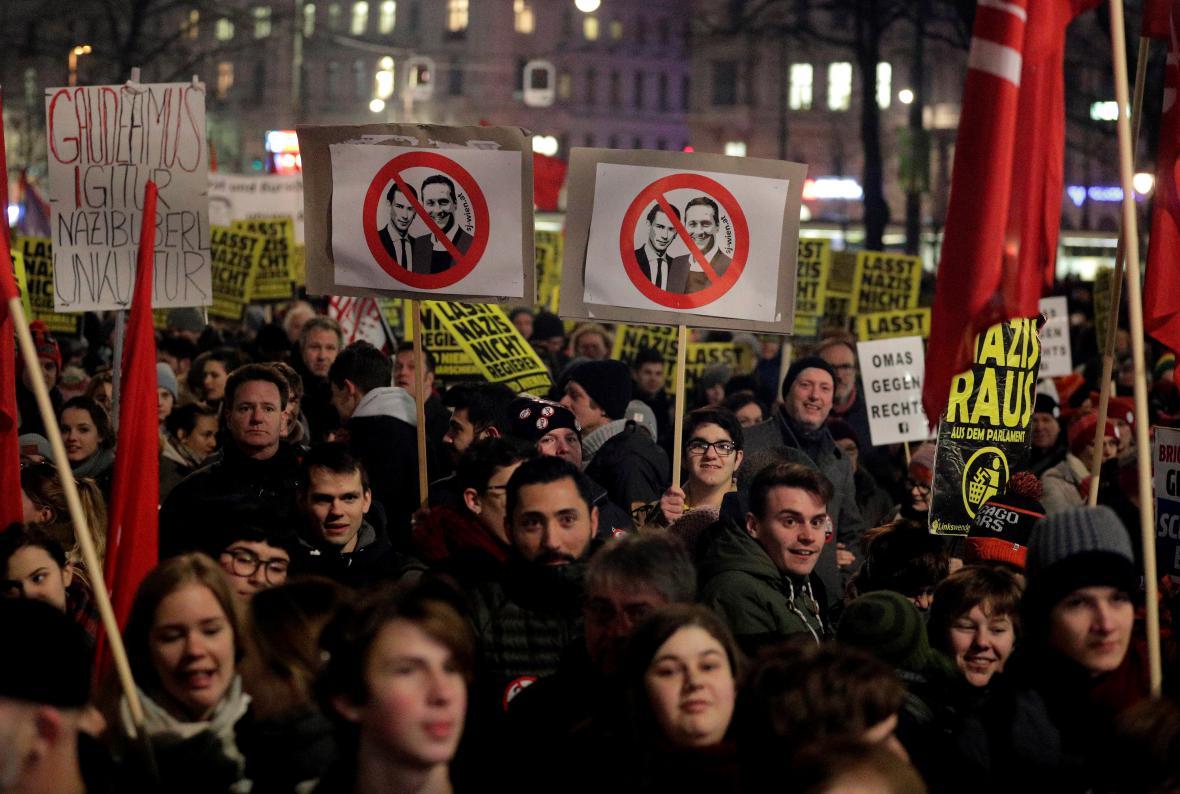Protivládní demonstrace ve Vídni