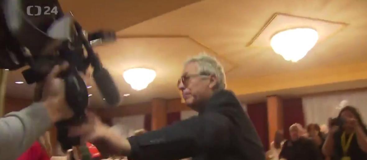 Incident ve volebním štábu Miloše Zemana