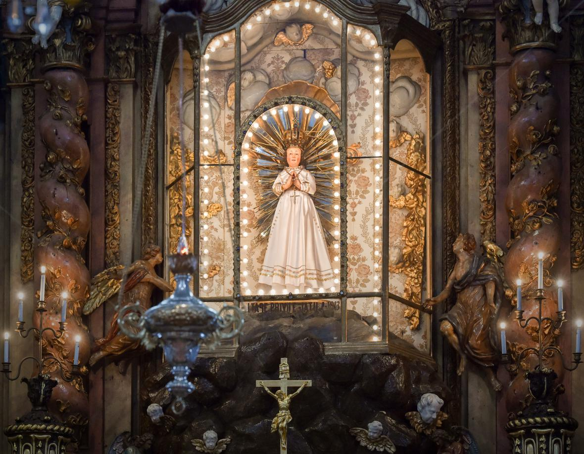 Poutní areál s kostelem Navštívení Panny Marie s farou a zvonicí v Horní Polici