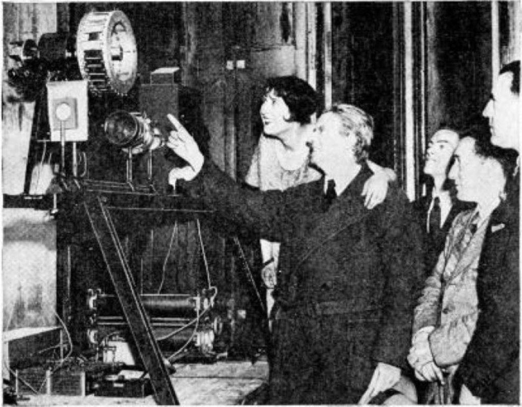 John Logie Baird předvádí svou mechanickou televizi (1931)