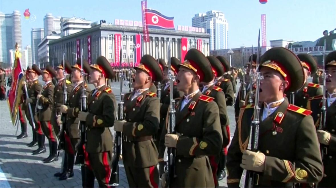Vojáci KLDR na vojenské přehlídce