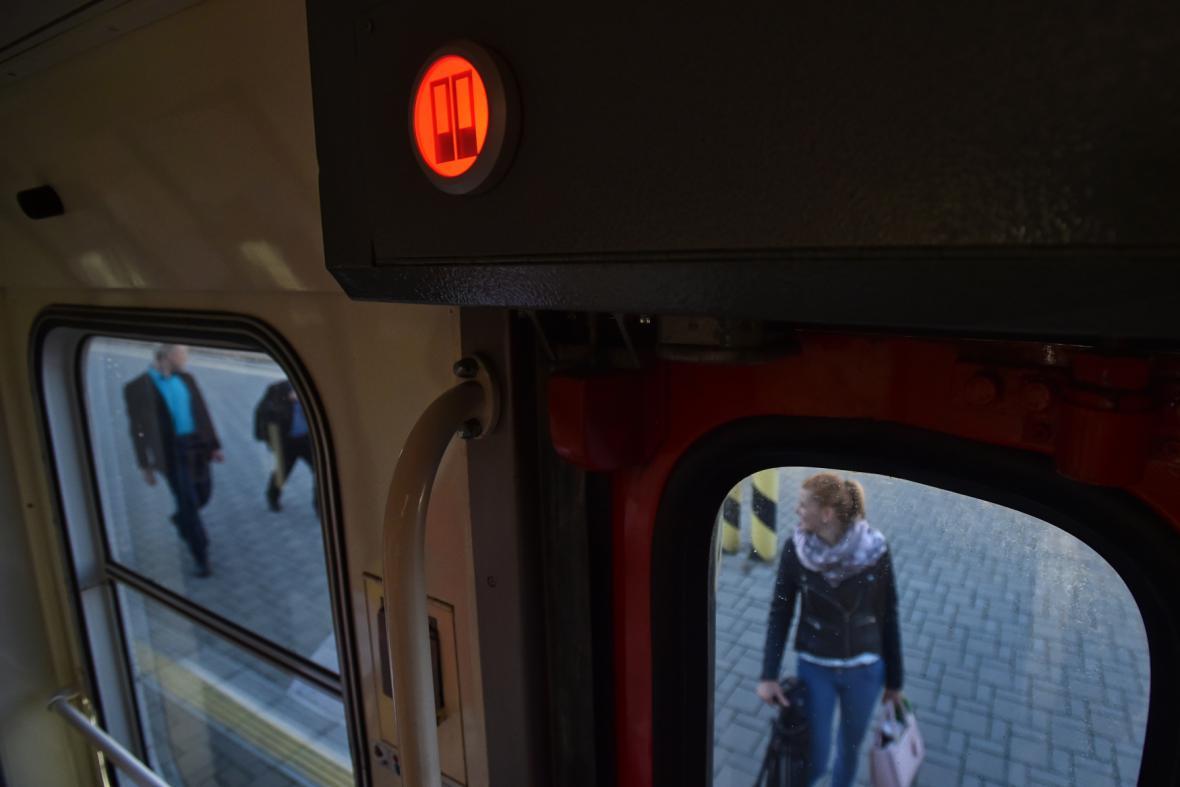 Signalizace uvnitř vozu