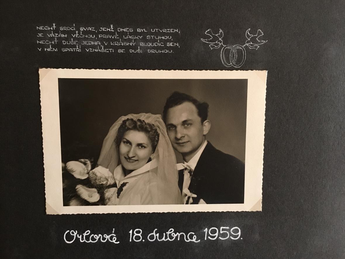 Svatební fotografie manželů Loubalových