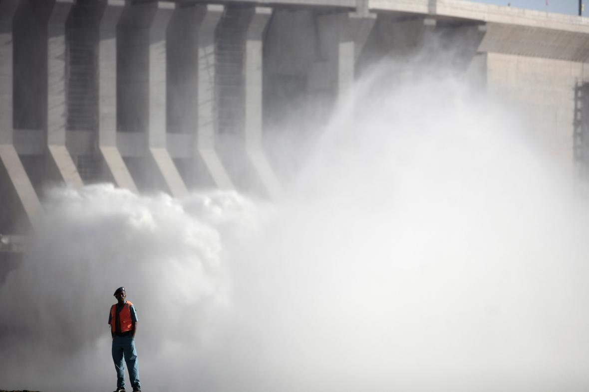 Dělník u súdánské přehrady Morowe
