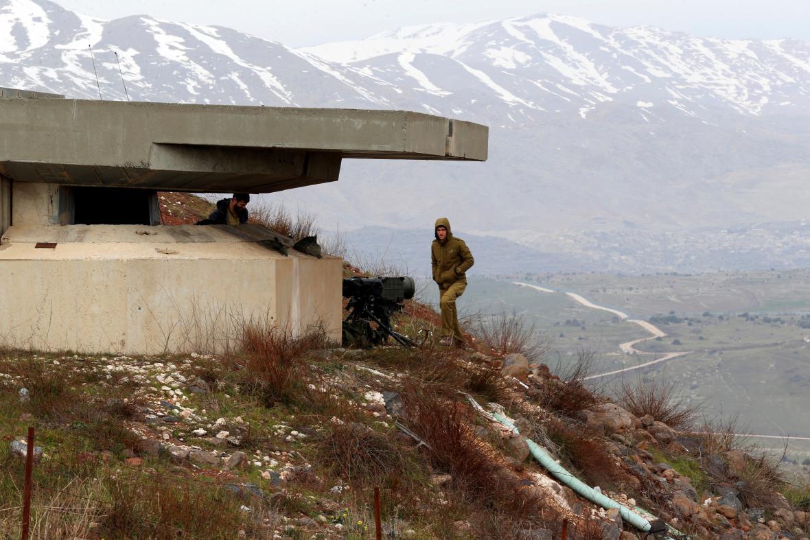 Izraelský vooják v oblasti Golanských výšin