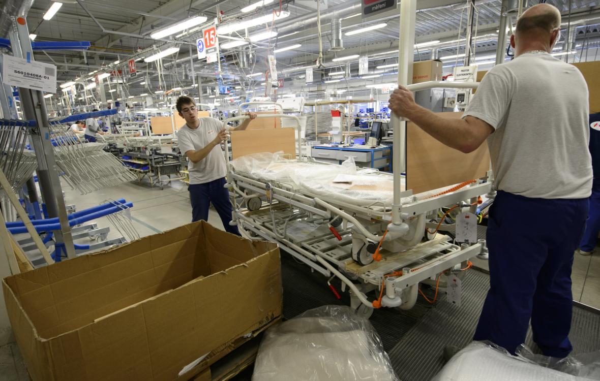 Firma Linet vyrábí ve Slaném-Želevčicích nemocniční a pečovatelská lůžka i další vybavení