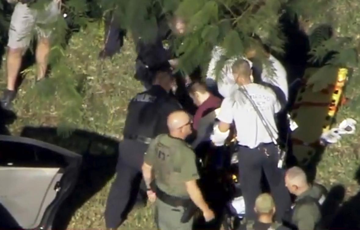 Muž, podezřelý ze střelby na floridské střední škole