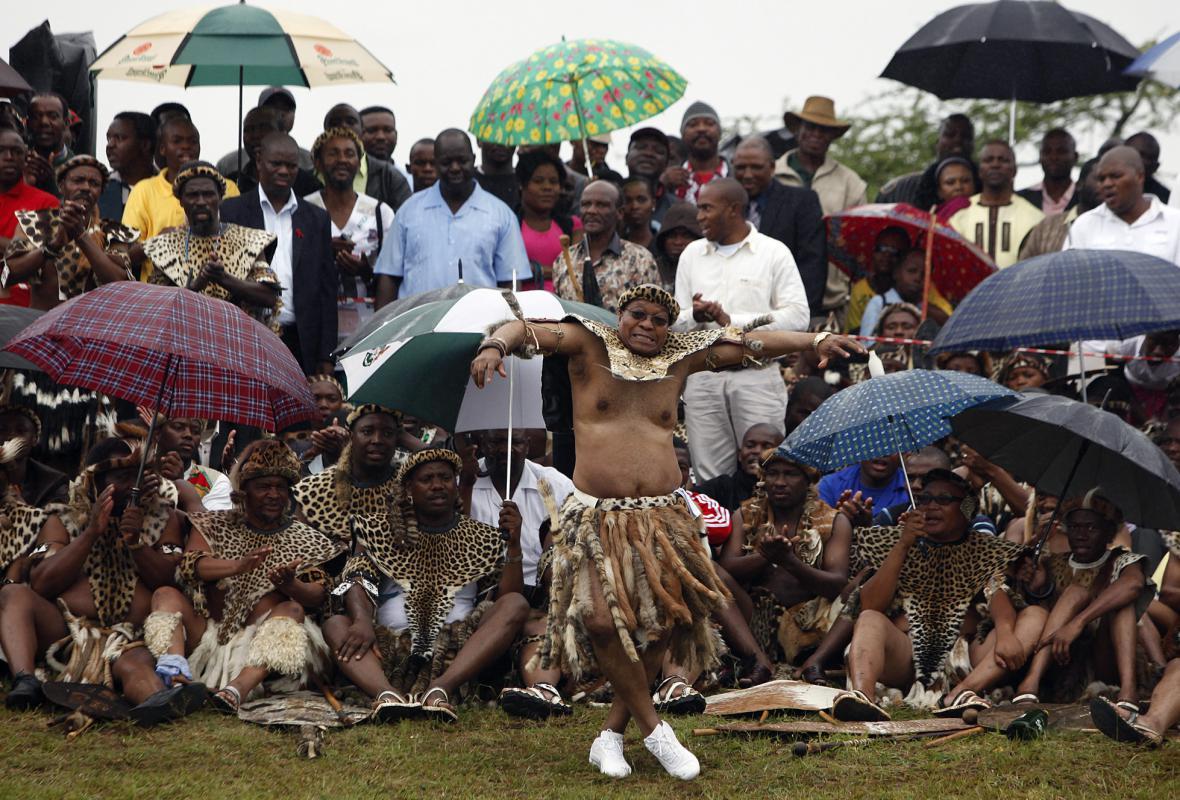 Exprezident Zuma tančí na své páté svatbě