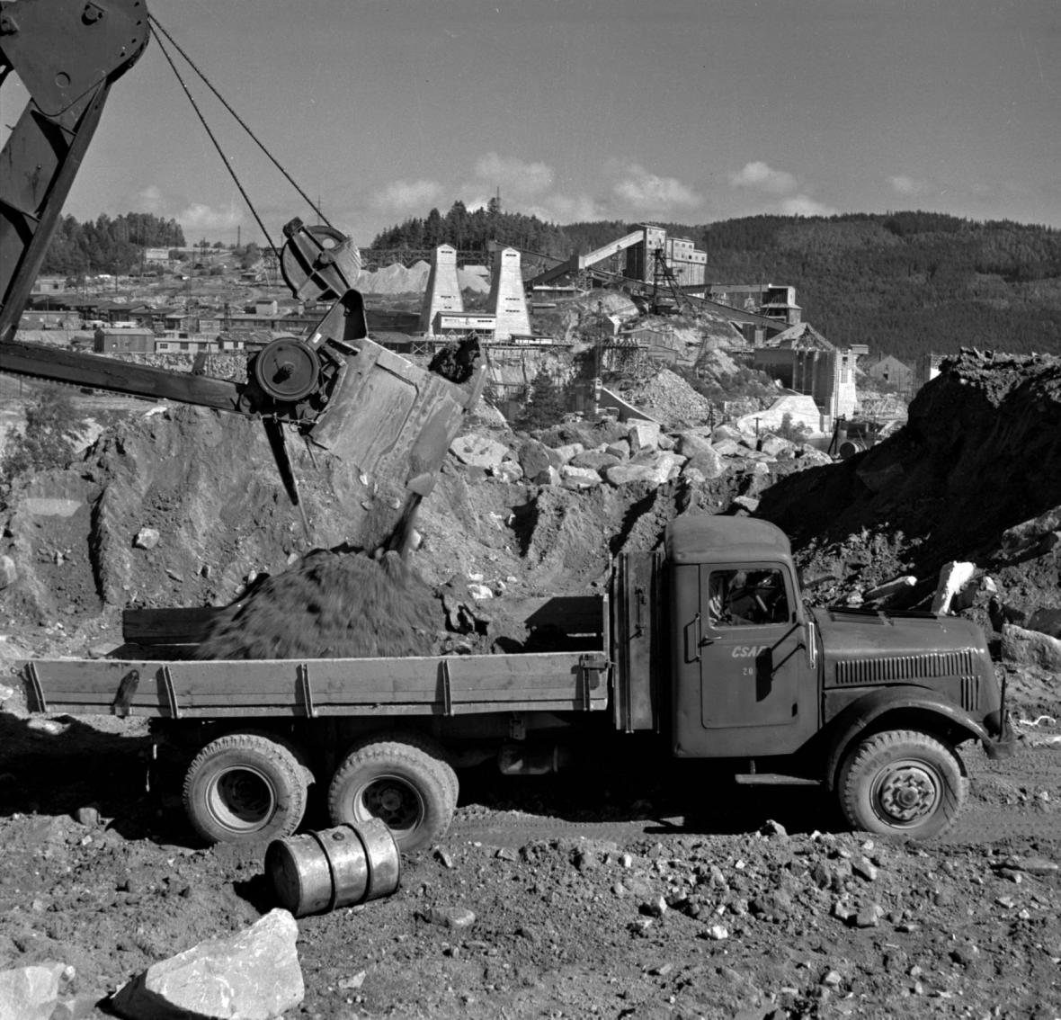 Stavba přehrady Lipno, 1956