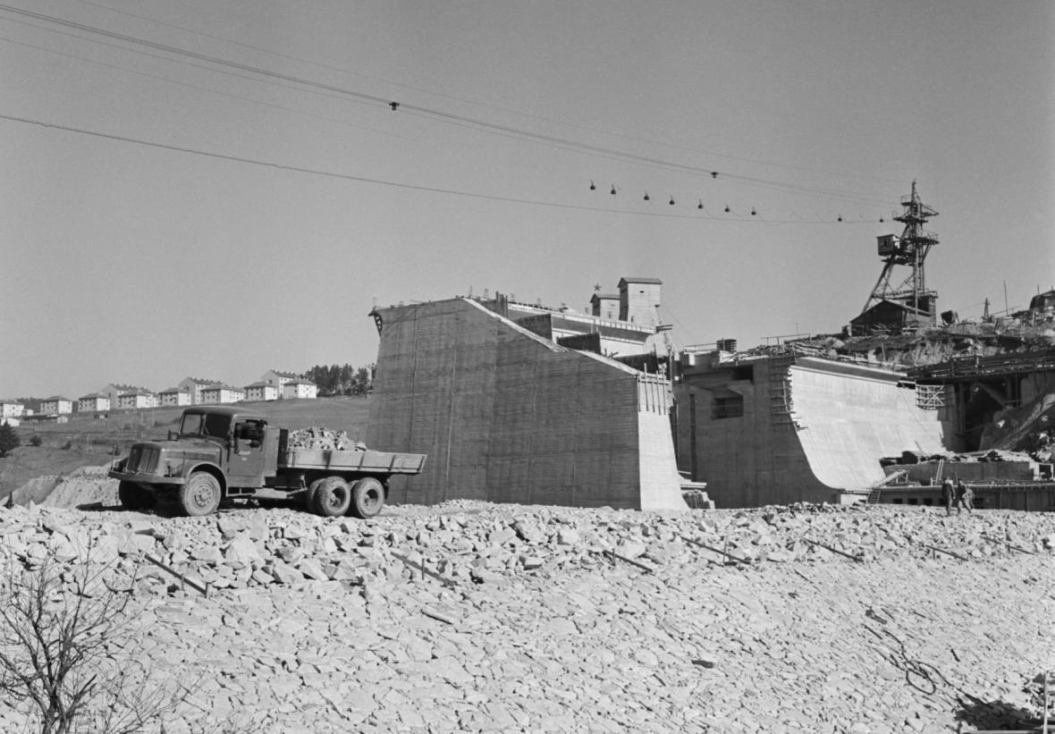 Lipno, stavba přehrady, 1957