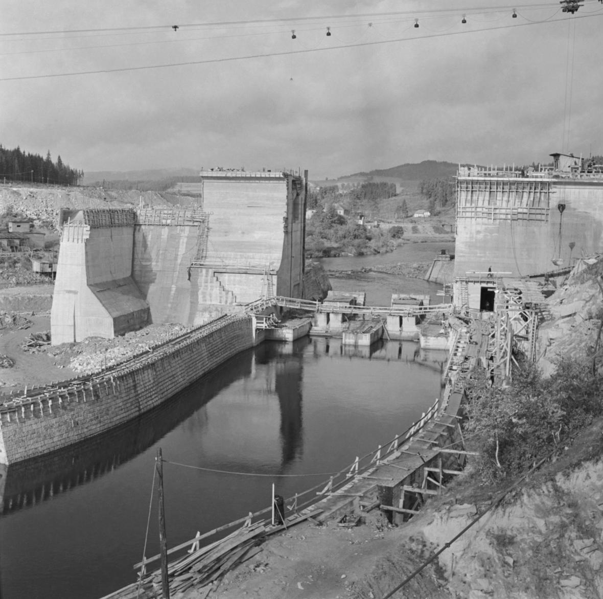 Lipno, stavba přehrady, 1956