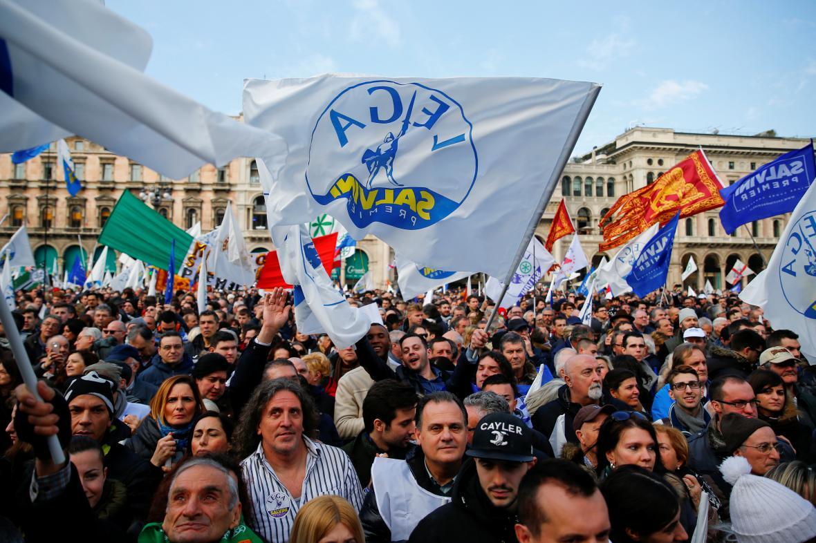 Příznivci protiimigrační Ligy severu vyšli do ulic Milána