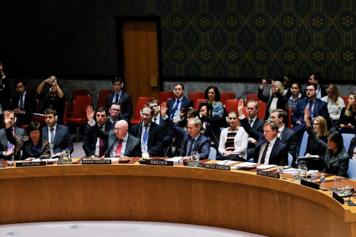 Pro rezoluci o příměří v Sýrii nakonec zvedlo ruku všech 15 členů Rady bezpečnosti