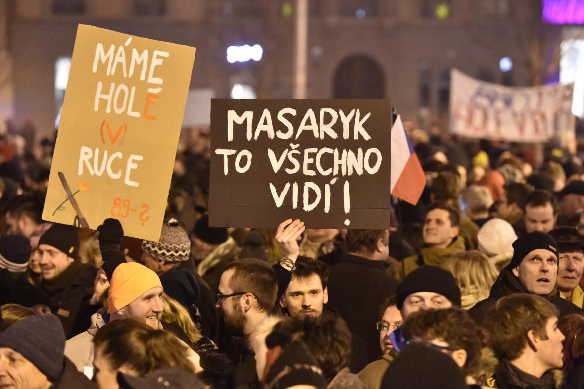 Demonstrace proti zvolení Zdeňka Ondráčka do čela komise pro kontrolu GIBS
