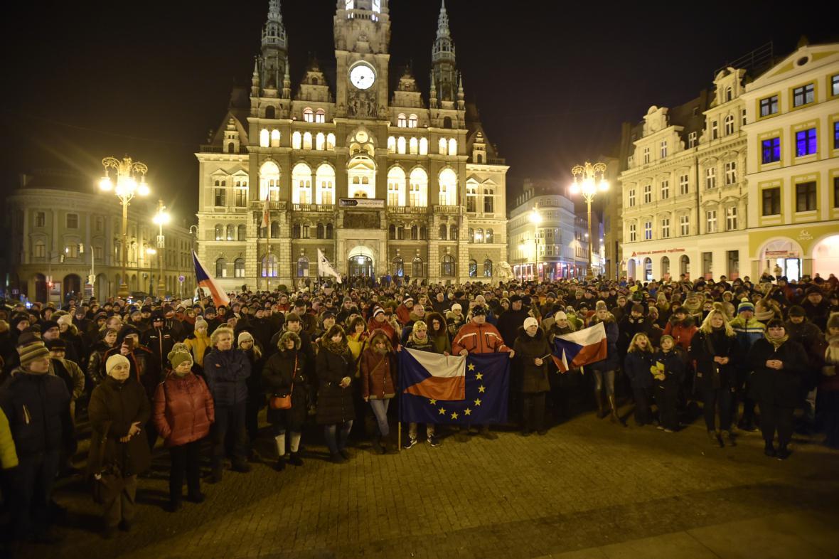 Demonstrace proti Zdeňkovi Ondráčkovi v Liberci
