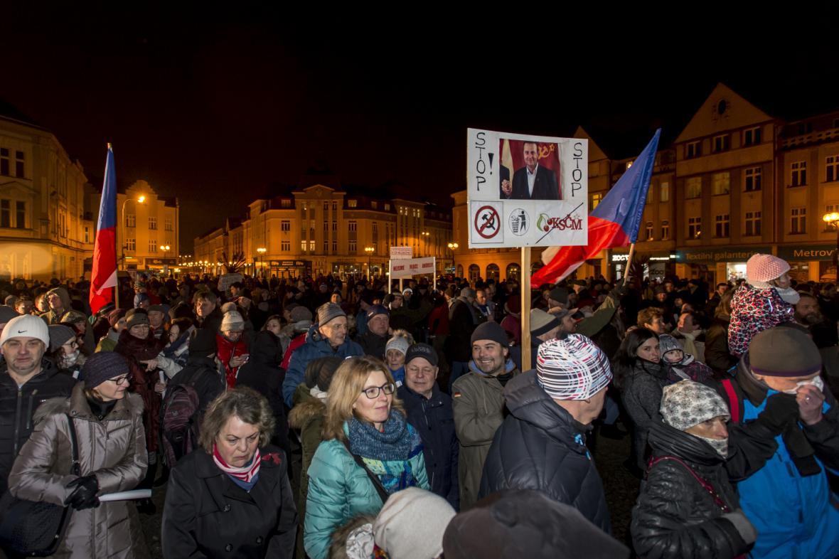 Demonstrace proti Ondráčkovi v Hradci Králové