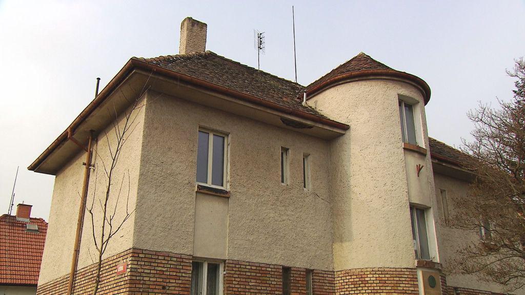 Rodný dům Otakara Jaroše v Lounech chce radnice odkoupit a udělat v něm muzeum