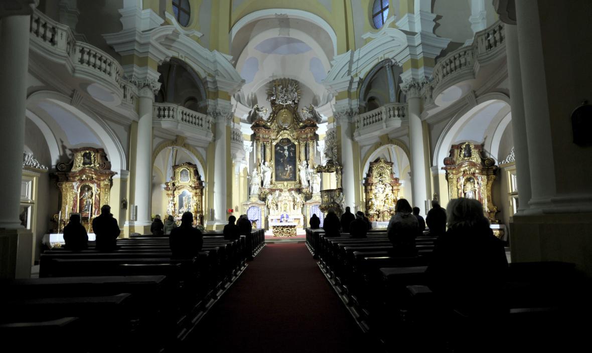 Mše za oběti nehody v karlovarském kostele sv. Máří Magdalény (8.3.2013)