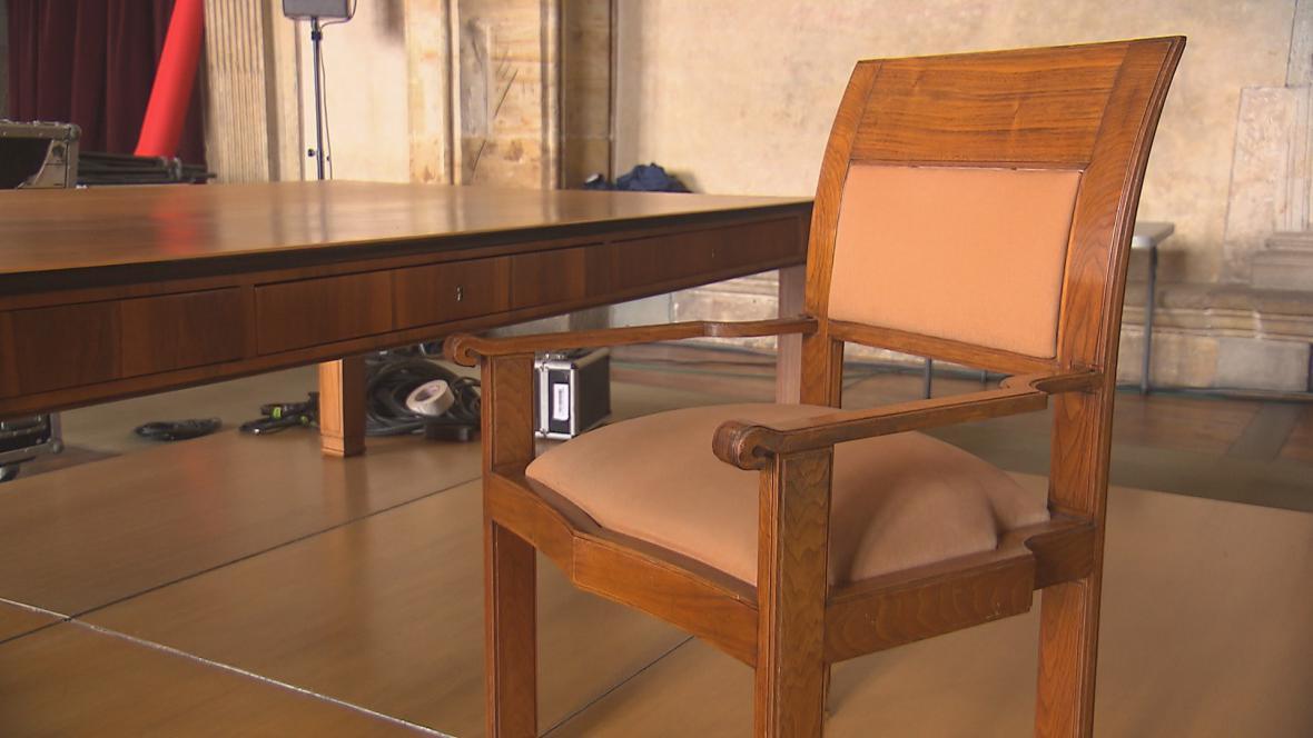 Masarykův stůl a křeslo z dílny Josipa Plečnika