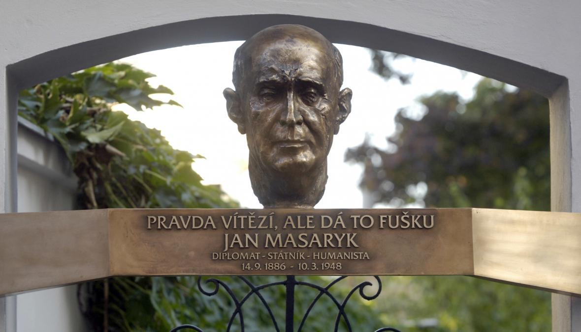 Pamětní deska Jana Masaryka na jeho rodném domě v Praze
