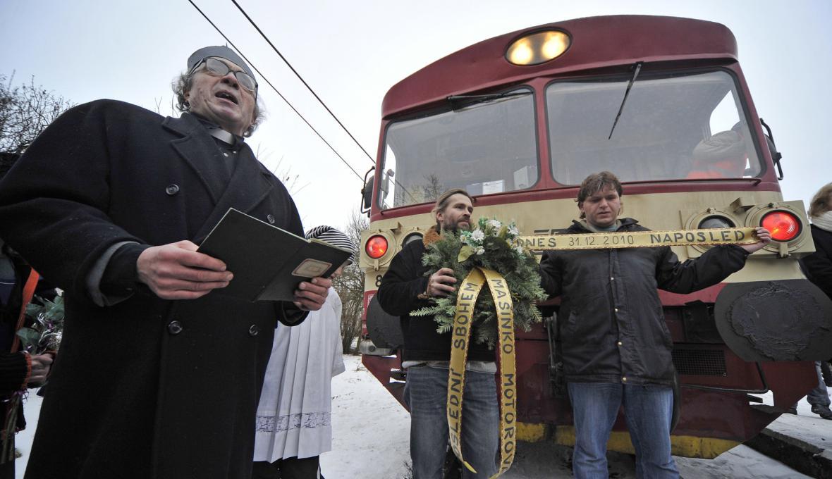 Na konci roku 2010 se obyvatelé Jemnice loučili s posledním vlakovým spojem