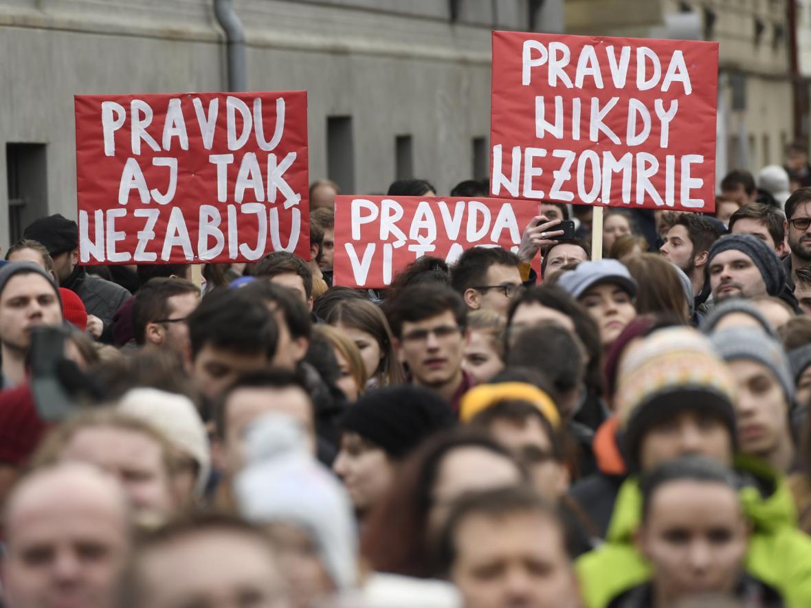 Protestní shromáždění u slovenského velvyslanectví v Praze