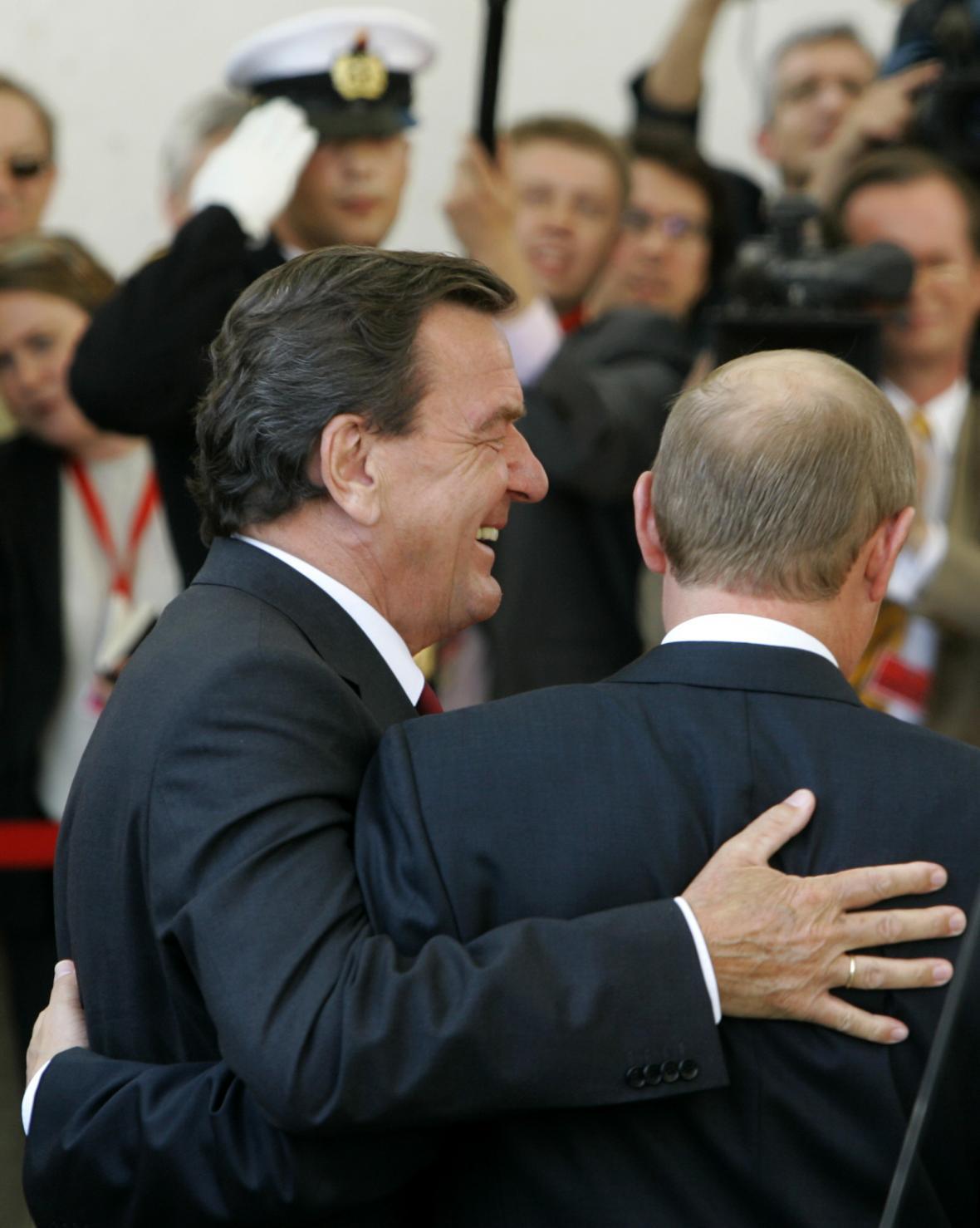 Schrödera pojí s Putinem dlouholeté přátelství