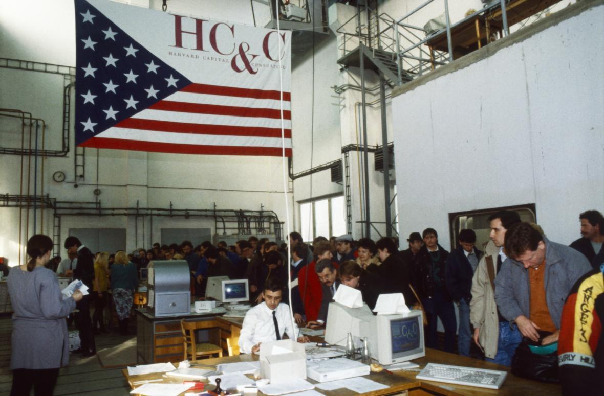 Investiční privatizační fond Harvard Capital and Consulting v Praze v lednu 1992