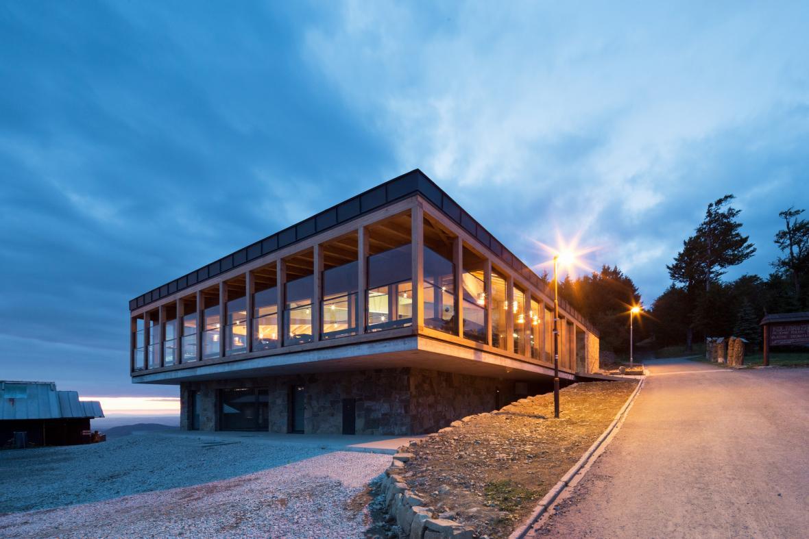 Výstupní stanice lanové dráhy na Pustevnách (Kamil Mrva Architects)