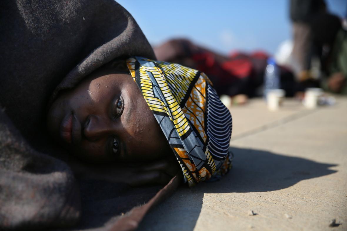 Zachráněná migrantka z Afriky
